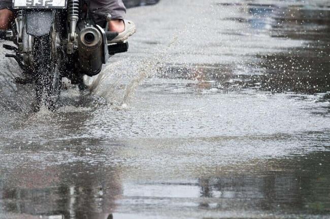 Merawat Motor Saat Musim Hujan