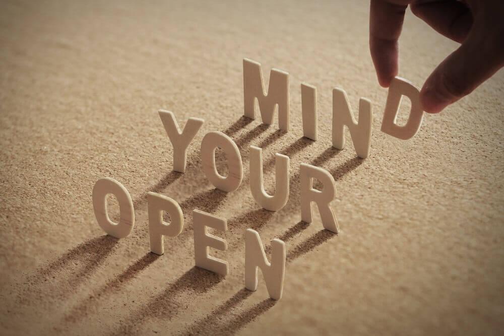 jelaskan tentang sikap open minded